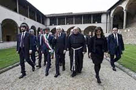Il Presidente della Repubblica entra inm Santa Croce accompagnato dal Rettore della Basilica P. Antonio Di Marcantonio