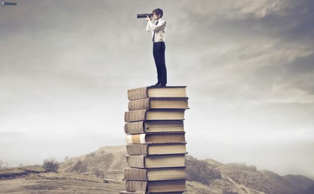 uomo,-binocolo,-libri,-collina-168406